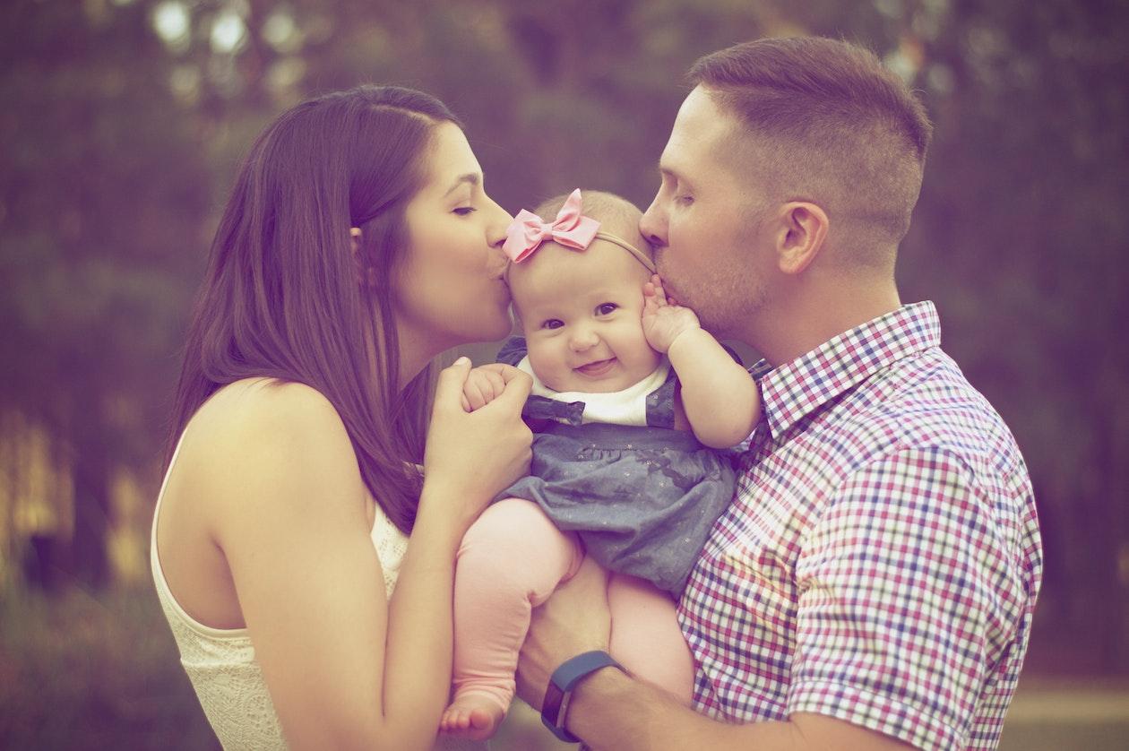 Ser papás a los treintas hará a tus hijos más listos: estudio