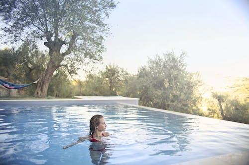 Безкоштовне стокове фото на тему «Бікіні, брюнетка, відпочинок, відпустка»