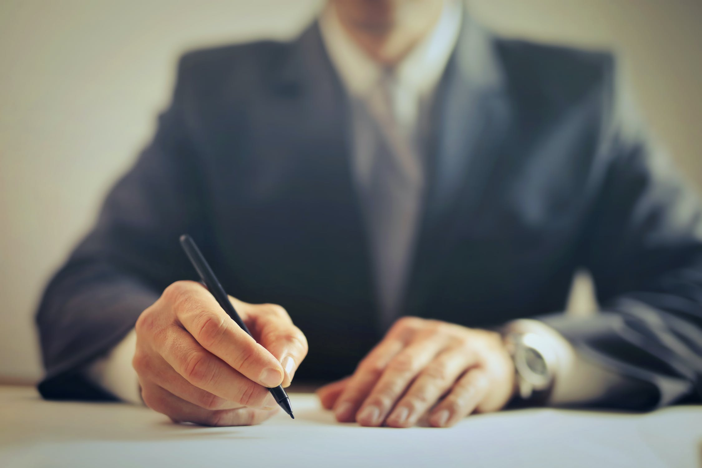 6 Benefits of Hiring an Employment Lawyer