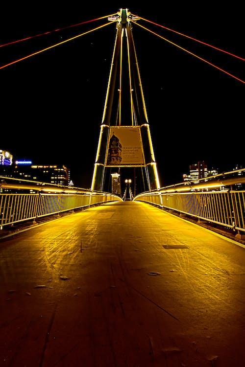 Foto profissional grátis de andar a ponte, cena urbana, espaço, futuro