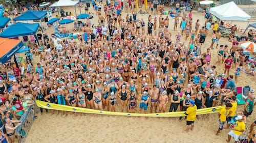 Schwimmer Am Strand Bereiten Sich Auf Den Wettkampf Vor