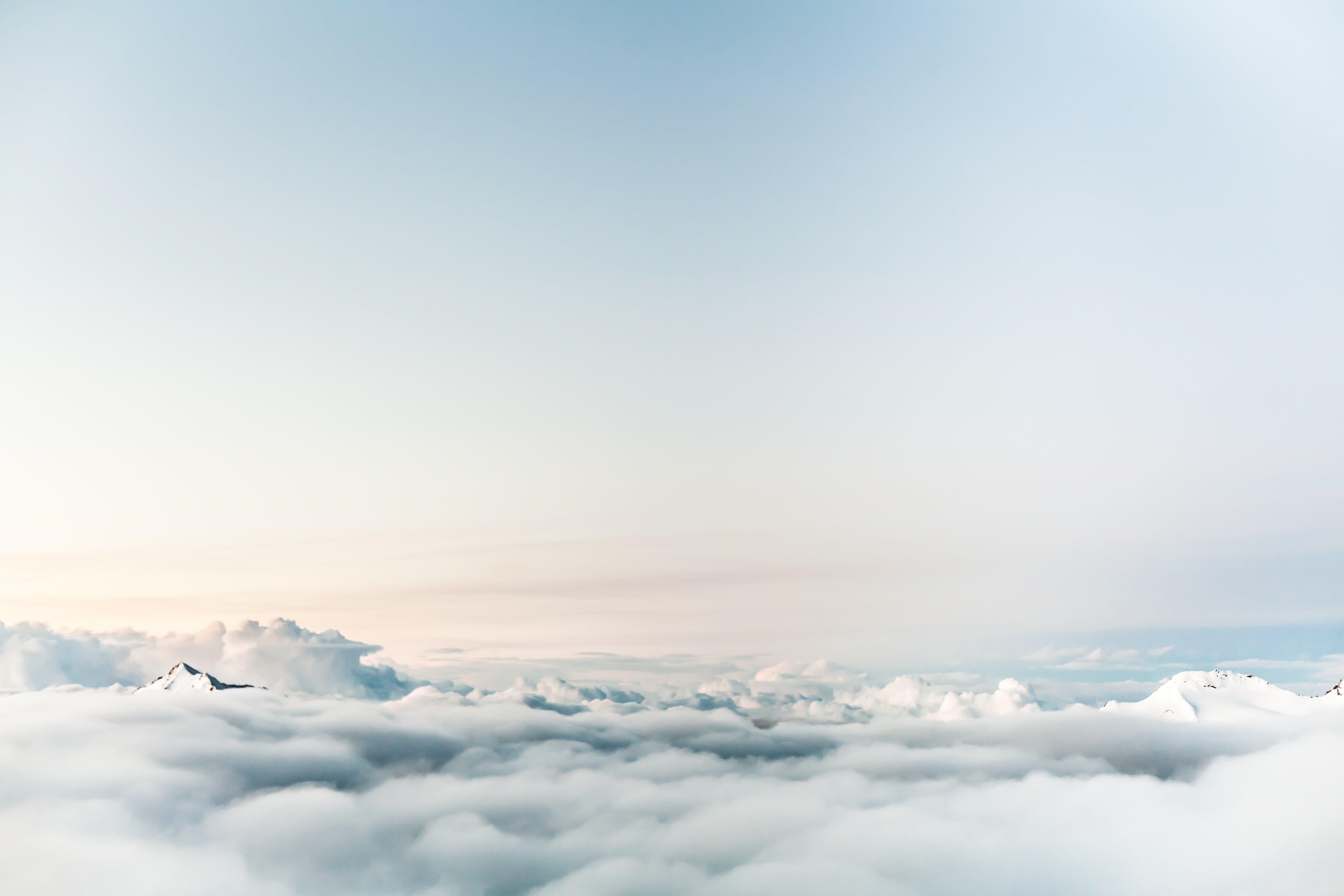 Gratis arkivbilde med atmosfære, fjell, fjelltopp, fly