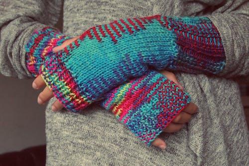 คลังภาพถ่ายฟรี ของ ถัก, ถุงมือ, มีสีสัน, มือ