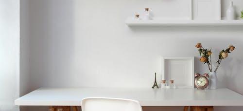 Kostenloses Stock Foto zu bildschirm, blumen, blumenvase, dekor