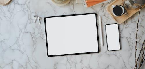 Fotobanka sbezplatnými fotkami na tému airpods, bezdrôtový, biela obrazovka, človek