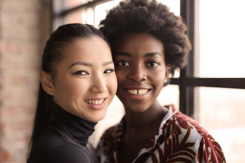 Fotos de stock gratuitas de adentro, amigos, asiática, asiático