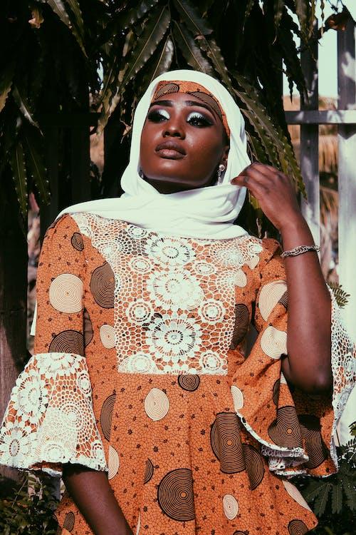 Безкоштовне стокове фото на тему «hausa, африканська жінка, білий шарф, вечірнє сонце»