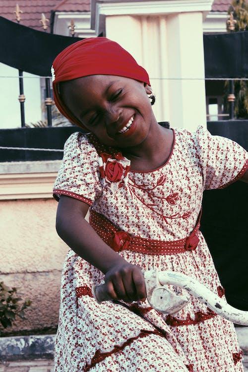 Безкоштовне стокове фото на тему «Африканський, африканські дівчата, вечір, вродлива дівчина»