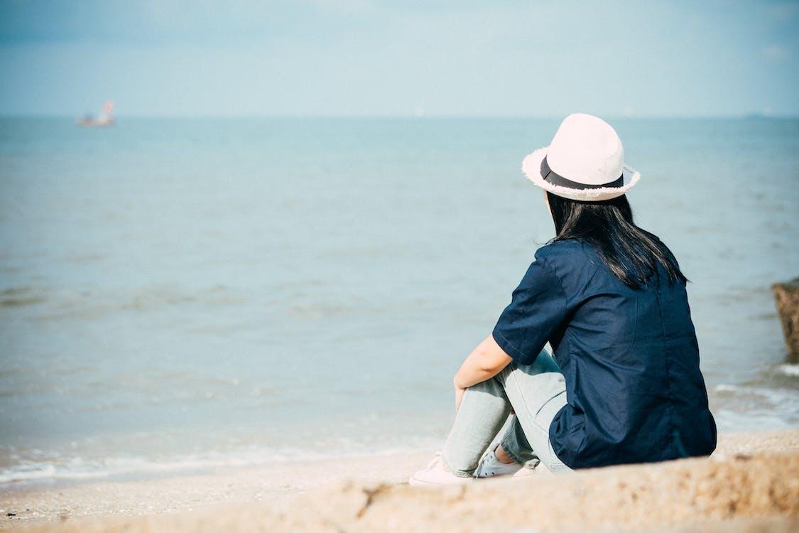 a la vora de l'oceà, aigua, assegut