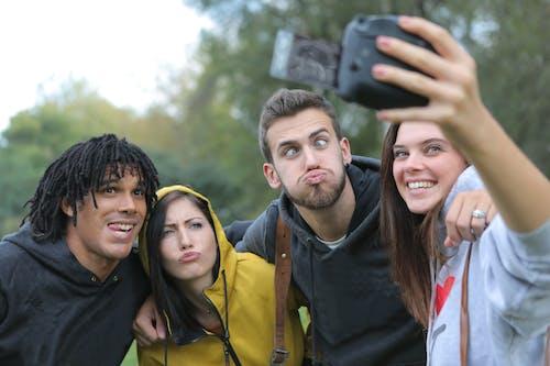 Kostnadsfri bild av bästa vänner, grupp, grupp selfie, grupp tillsammans