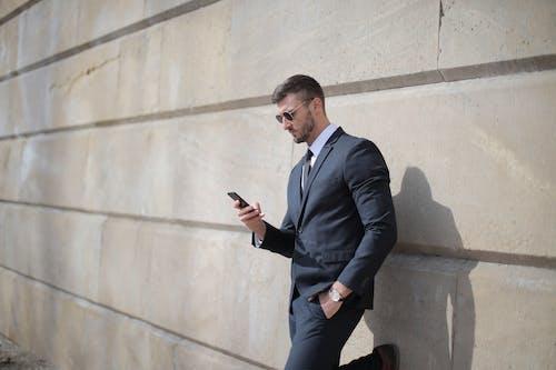 Безкоштовне стокове фото на тему «SMS, бізнесмен, використання»