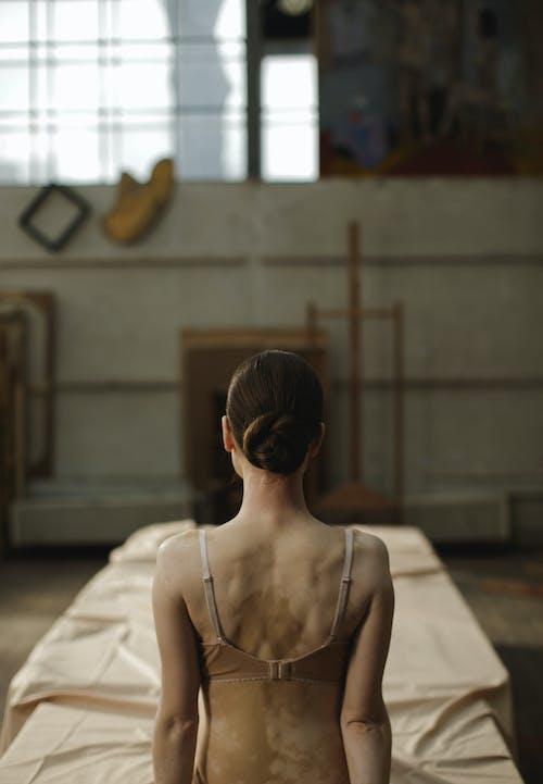 Mujer, Llevando, Marrón, Sostén