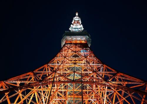 Foto De Baixo ângulo Da Torre De Tóquio à Noite