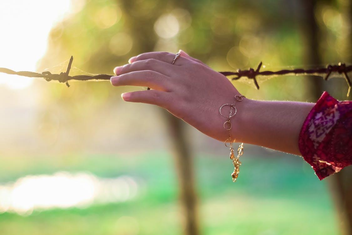 太陽眩光, 戒指, 手