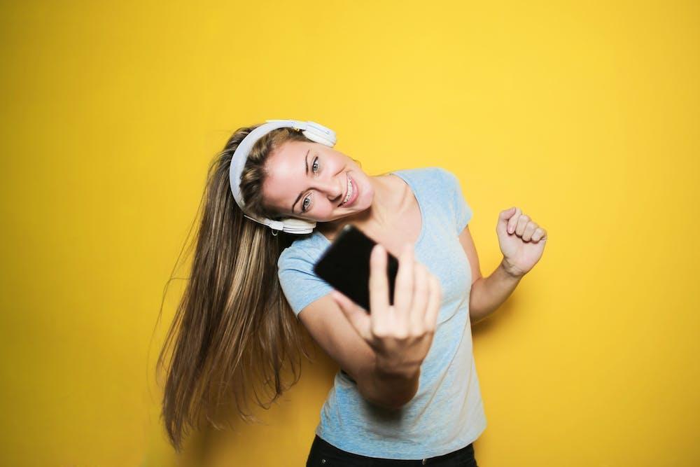 A teenage girl taking selfie on her smartphone.   Photo: Pexels