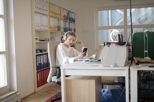คลังภาพถ่ายฟรี ของ คน, คอมพิวเตอร์, คอมพิวเตอร์แล็ปท็อป