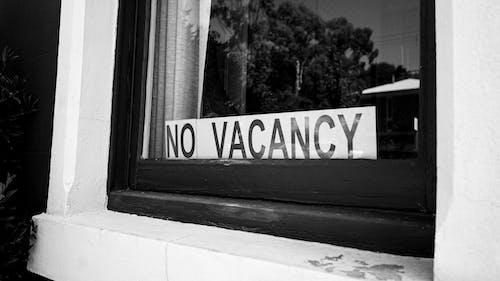 işaret, siyah ve beyaz, vancancy yok içeren Ücretsiz stok fotoğraf