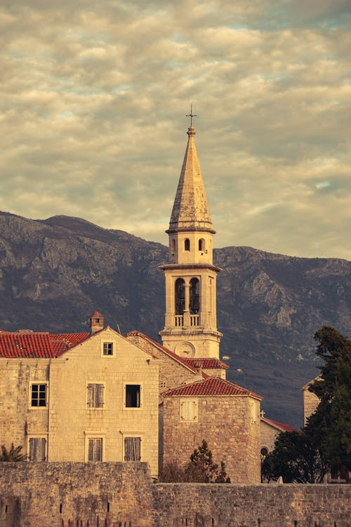 Ilmainen kuvapankkikuva tunnisteilla arkkitehtuuri, katedraali, Kellotorni, kirkko