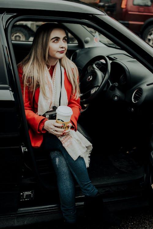 Základová fotografie zdarma na téma auto, dopravní systém, jednorázový pohár, káva