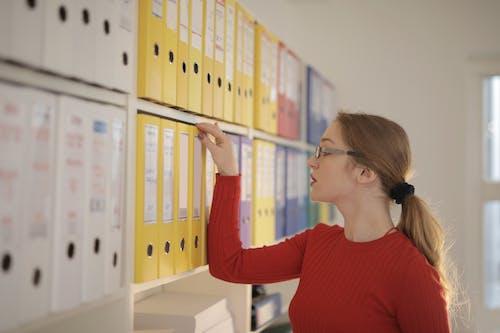 Kostenloses Stock Foto zu arbeit, arbeiten, arbeitsplatz, archivieren