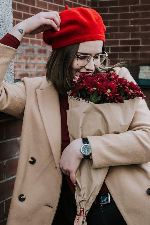 Photos gratuites de aromatique, bouquet de fleurs, expression du visage, femelle
