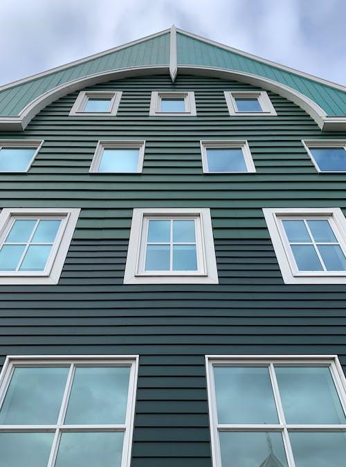 Ingyenes stockfotó ablakok, alacsony szögű felvétel, alacsony szögű fényképezés, építészet témában