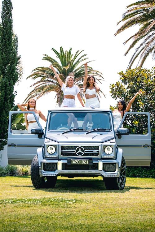 Бесплатное стоковое фото с автомобили, богатый, девочки