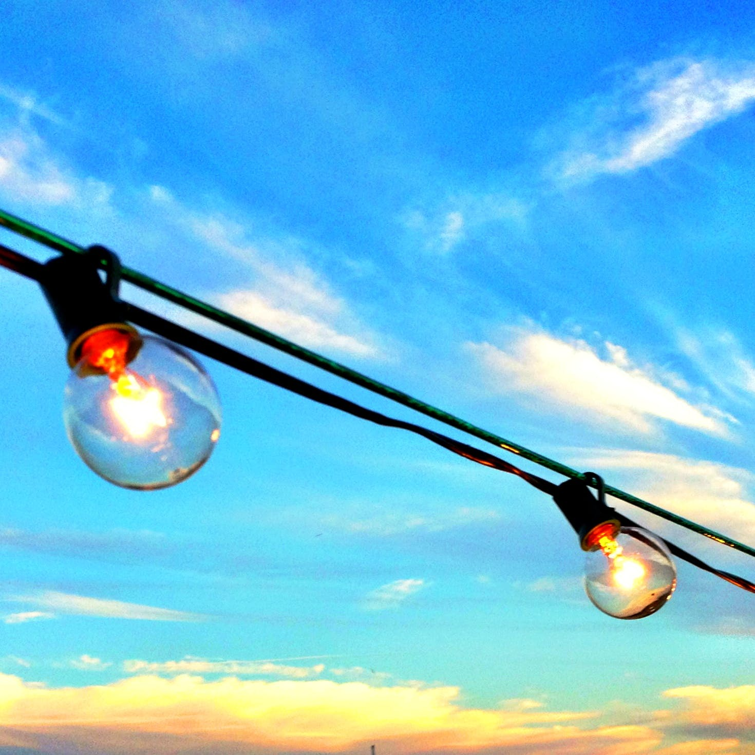 Two Clear Led Bulbs on Wire