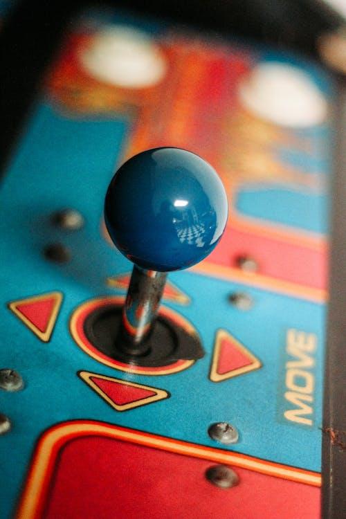 파란색 빨간색과 노란색 게임 보드