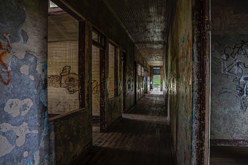 Gratis lagerfoto af drama, farve, gamle bygninger, ruiner
