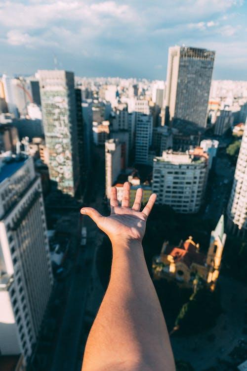 Ilmainen kuvapankkikuva tunnisteilla arkkitehtuuri, business, henkilö, käsi