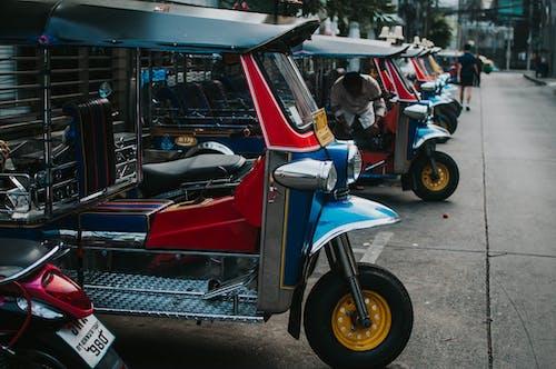 Gratis lagerfoto af auto rickshaw, motorcykel, offentlig transport, parkeret