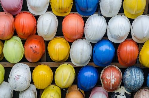 건설, 다채로운, 단단한 모자, 안전의 무료 스톡 사진