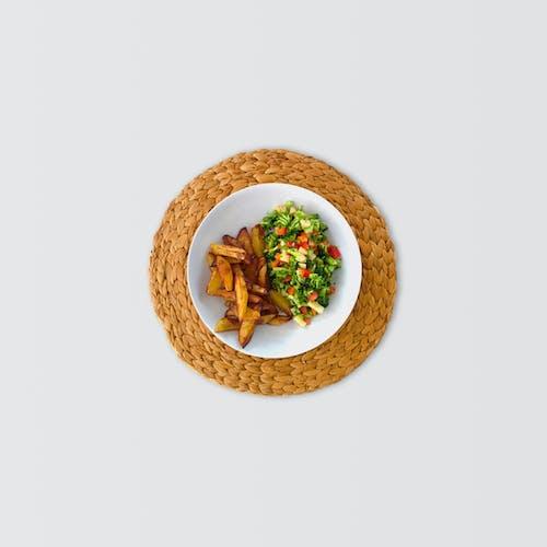 Braune Runde Platte Mit Essen