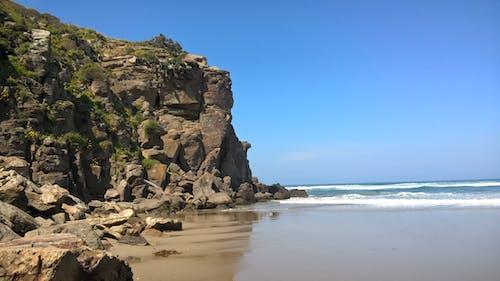 Gratis arkivbilde med bølge, rock, sjø, strand