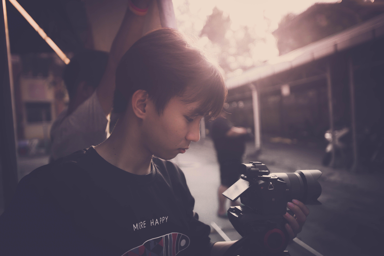 Δωρεάν στοκ φωτογραφιών με κάμερα άνθρωπος