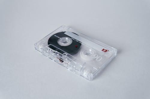 Witte Cassette Tape Op Witte Tafel
