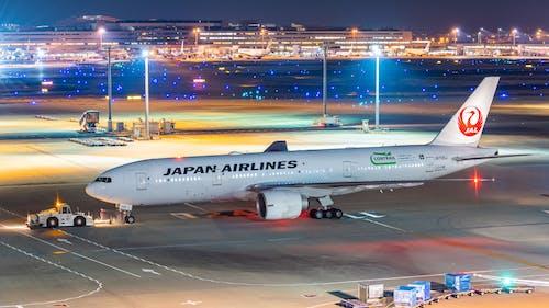 Fotos de stock gratuitas de boeing 777, jal, noche de aeropuerto