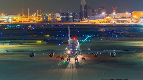 Fotos de stock gratuitas de aire tailandés, boeing 747, noche de aeropuerto