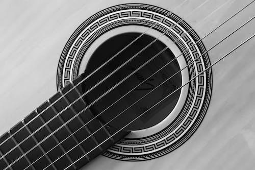Foto profissional grátis de diagonal, transversal, violão