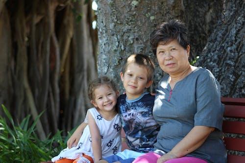 Gratis lagerfoto af bedsteforælder, bedsteforældre, grå