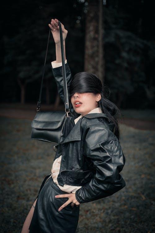 가죽, 갈색 머리, 검은색 가죽 자켓, 검은색 가죽 재킷의 무료 스톡 사진