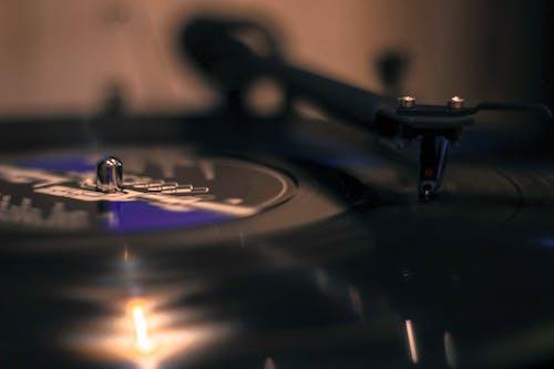 Fotobanka sbezplatnými fotkami na tému farby, gramofónová platňa, hudba, hudobník