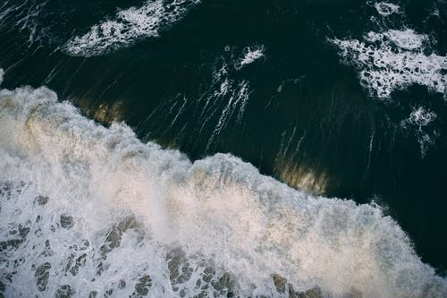 dalgalar, deniz, deniz dalgaları, drone çekimi içeren Ücretsiz stok fotoğraf
