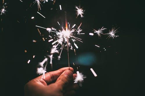 Photos gratuites de cierge magique, étincelles, nouvel an, réveillon de nouvel an