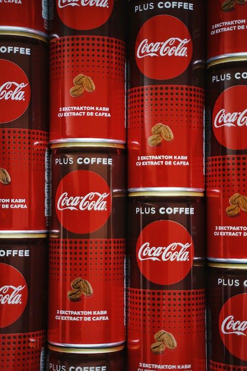 Sodas En Conserve De Coca Cola Empilés