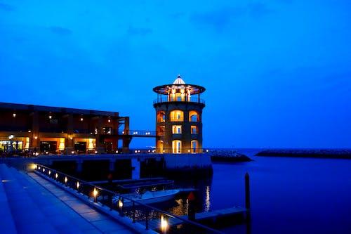 Gratis arkivbilde med arkitektur, båt, blå himmel, brygge