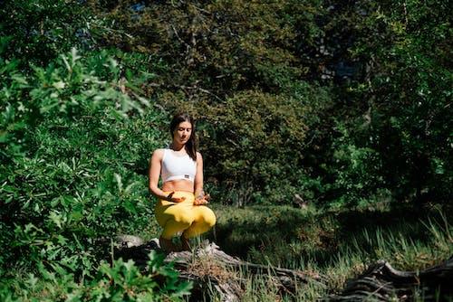 Foto Der Frau, Die Yoga Tut