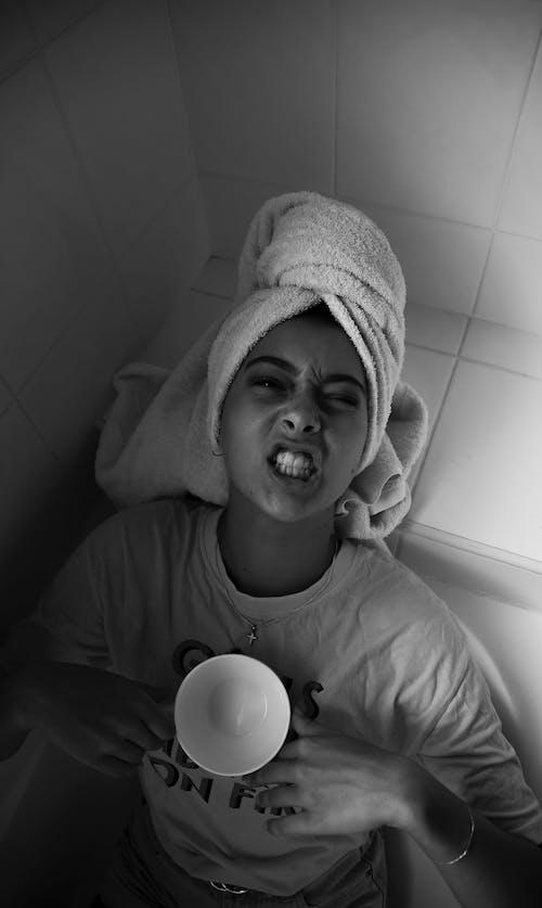 Gratis stockfoto met agressief, badhanddoek, badkamer