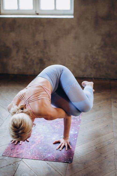 Wanita Yang Berlatih Yoga